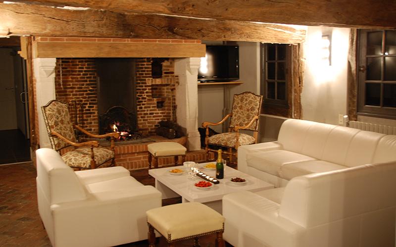Longere Salon Cheminee Domaine De La Ferme De Fourges